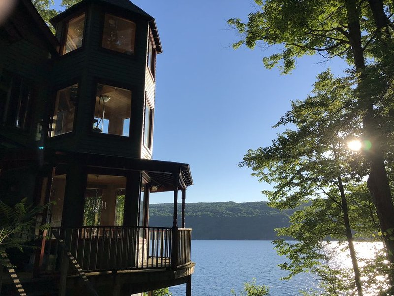 Gorgeous Skaneateles Lakefront Home, alquiler vacacional en McGraw