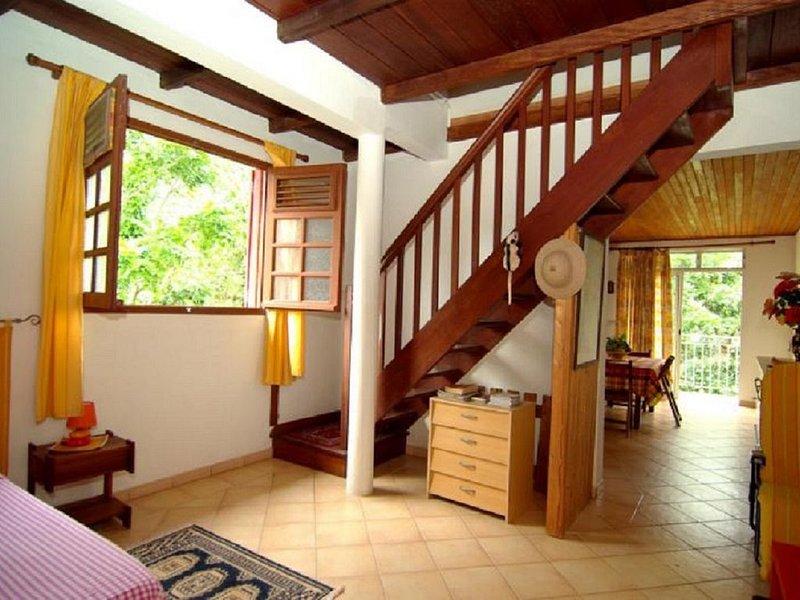 Beautiful apartment with garden, location de vacances à Le Robert