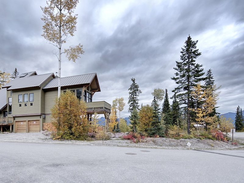 Gorgeous Ski-In/Ski-Out Timber Frame Chalet - Best Views At KHMR - Listed in USD, location de vacances à Golden