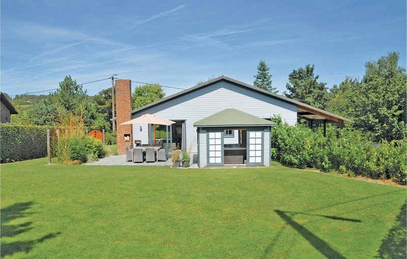 4 bedroom accommodation in Somme-Leuze, holiday rental in Heure