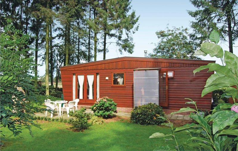 1 bedroom accommodation in Wachtebeke, vacation rental in Lokeren