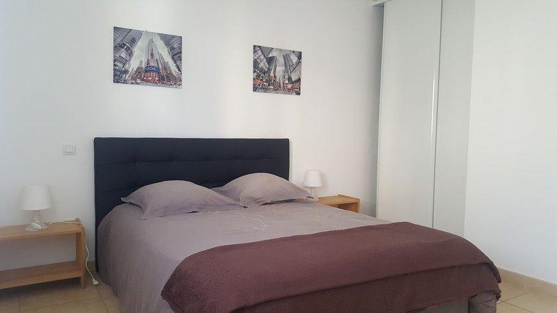 Aleria, agréable  T3 climatisé avec grande terrasse, vacation rental in Aleria