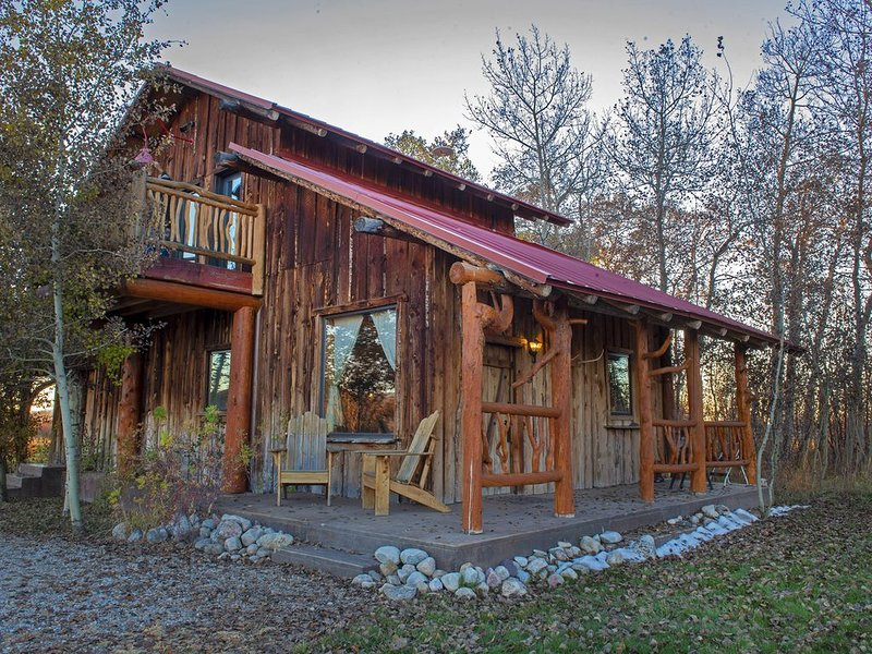 Rustic Northern Nook Cabin in Country Setting with Teton Views, alquiler vacacional en Alta