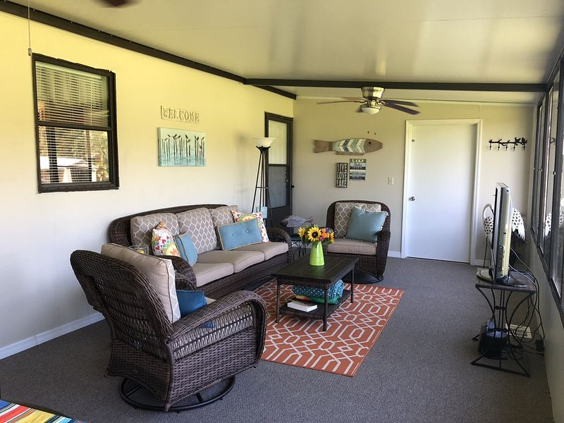 Updated Home with Private Dock on Desirable Taylor Creek, holiday rental in Okeechobee