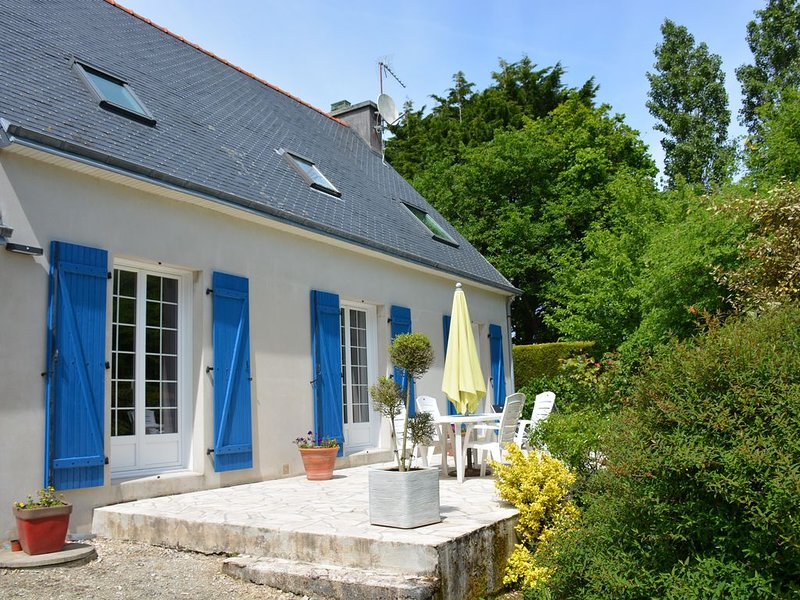 maison spacieuse avec grand jardin et terrasse en baie de douarnenez, holiday rental in Plonevez-Porzay