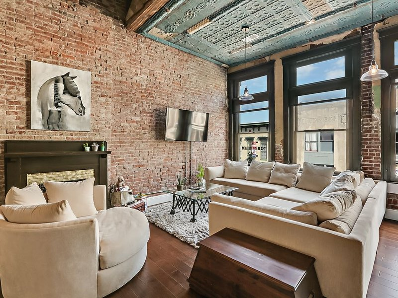 Le Coop Ultra Luxury 2 bed Urban Loft on Bourbon Trail.  Downtown Shelbyville KY, holiday rental in Taylorsville