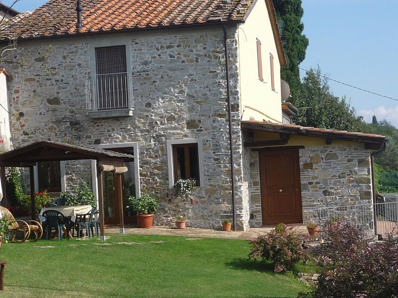 Casale Lavinia - country house with swimming pool and magnificent oversight wifi, holiday rental in Orbicciano