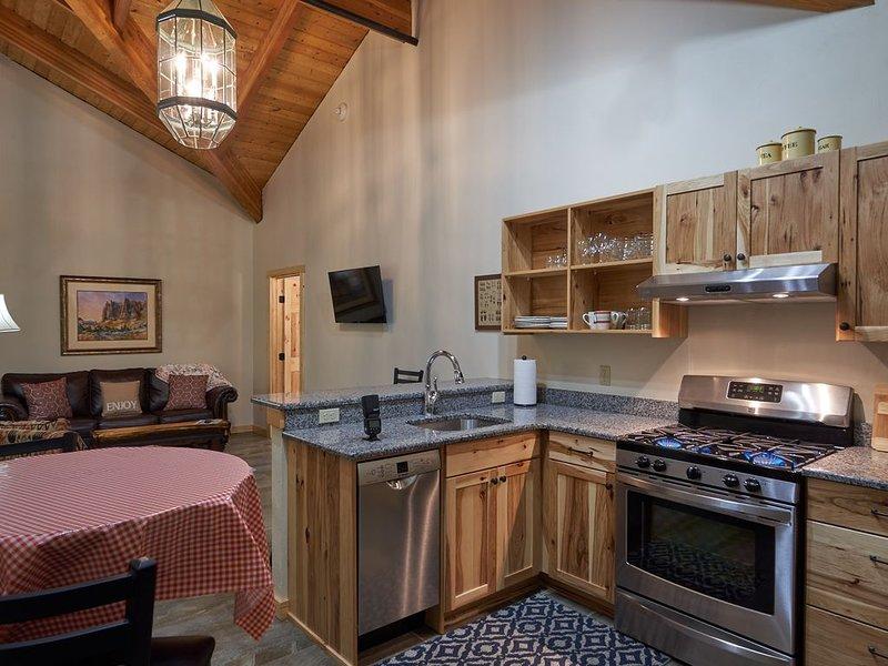 New 2 Bedroom  2 Bath Condo Mt Joseph Lodge Unit # 5  Minutes From Wallowa Lake, holiday rental in Joseph