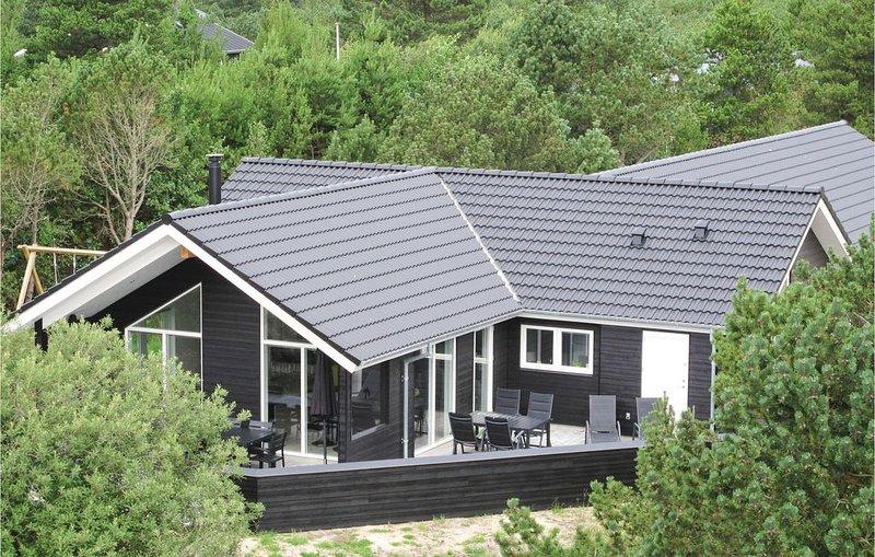 5 bedroom accommodation in Blåvand, aluguéis de temporada em Blaavand