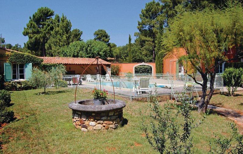3 bedroom accommodation in Roussillon, holiday rental in Roussillon