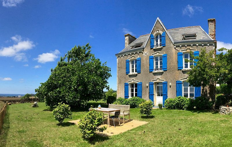 Très jolie maison de vacances avec magnifique vue sur mer, holiday rental in Mahalon