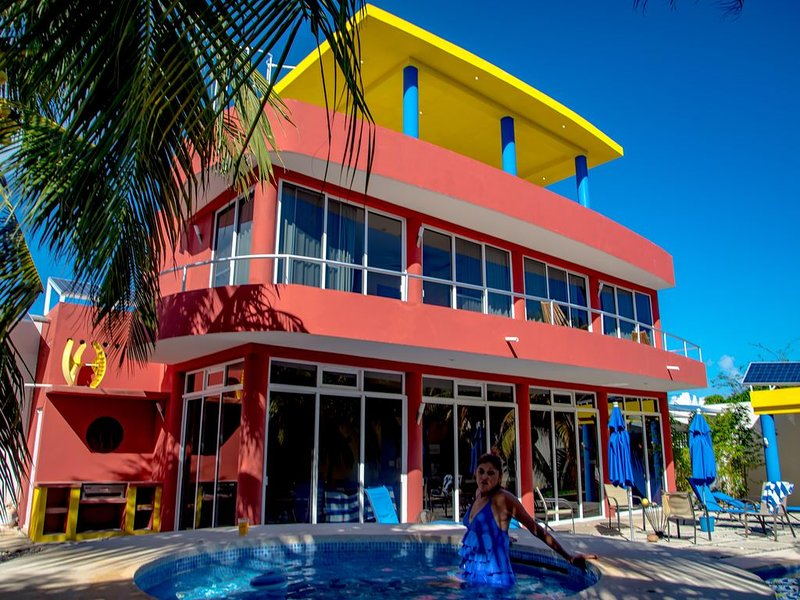 Architecturally stunning Villa with Penthouse, holiday rental in Playa Mujeres