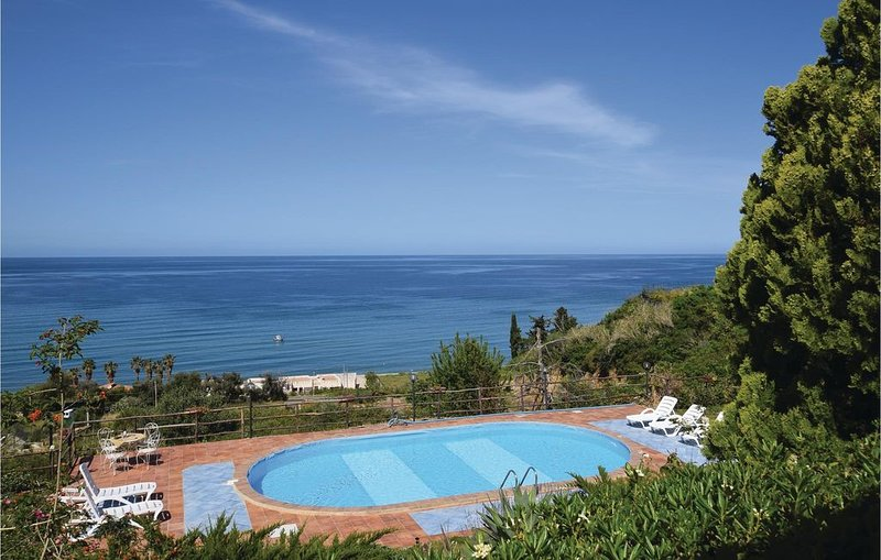 3 bedroom accommodation in Altavilla Milicia, holiday rental in Casteldaccia