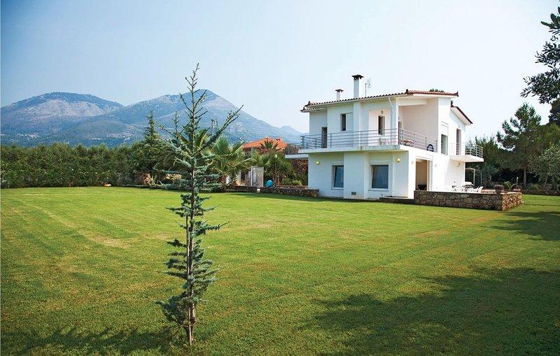 4 bedroom accommodation in Kyparissia, Messinia, holiday rental in Neochori