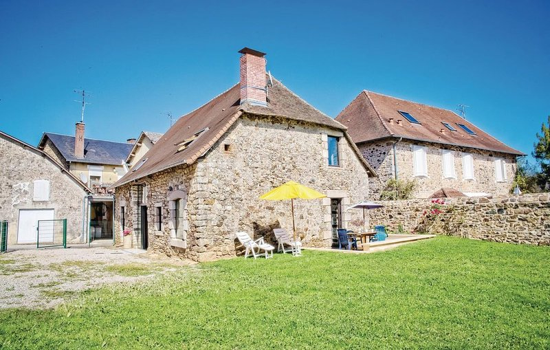 3 bedroom accommodation in La Porcherie, holiday rental in Condat-sur-Ganaveix