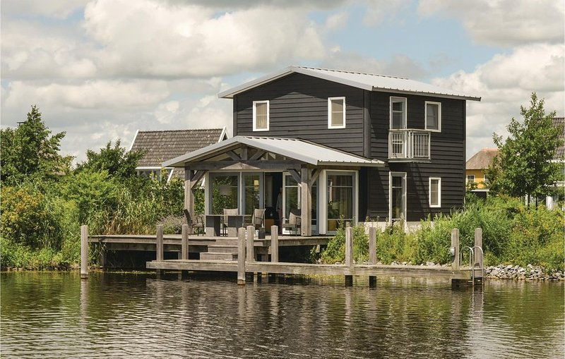 2 bedroom accommodation in Giethoorn, casa vacanza a Wanneperveen