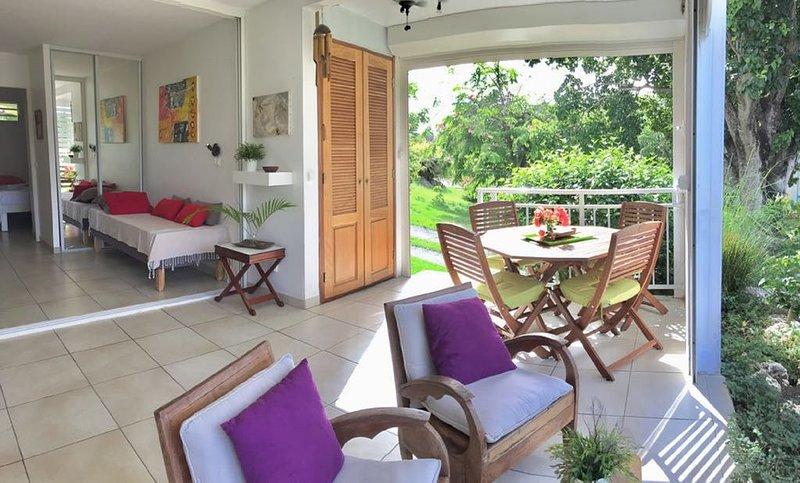 Ti Cocoon 881 Anse des Rochers RDC villa vue sur la mer 2 chambres  4 pers wifi, vacation rental in Saint Francois