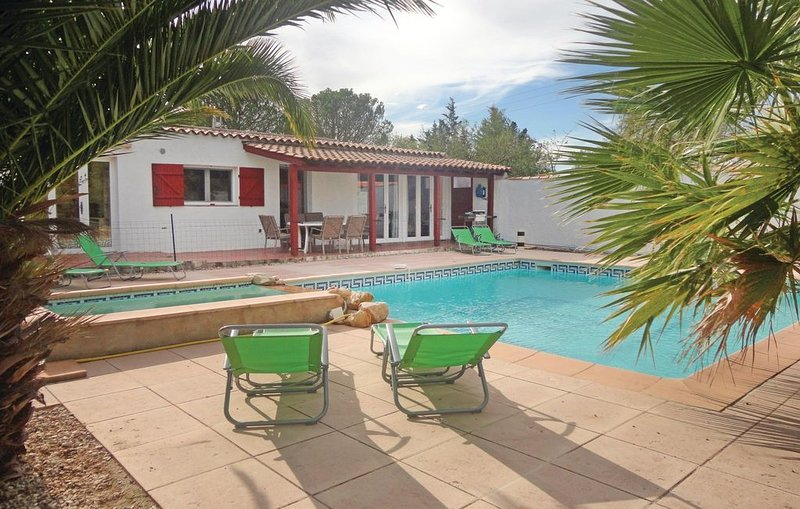 4 bedroom accommodation in Aspiran, location de vacances à Le Pouget