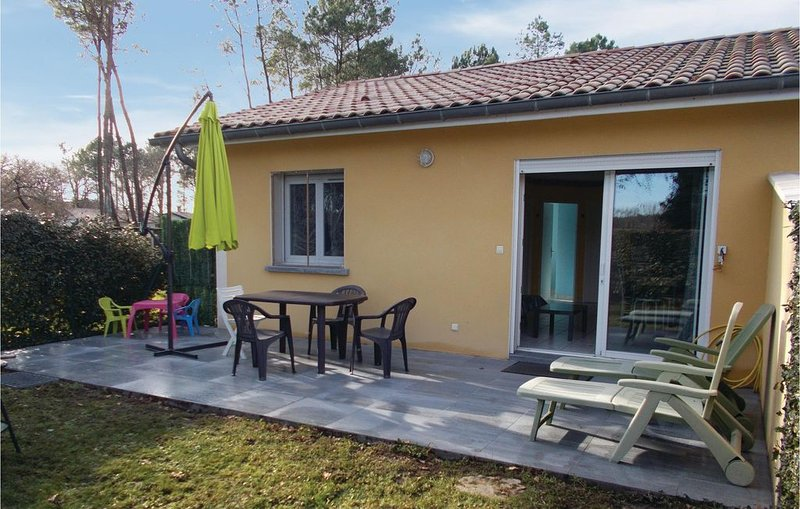 2 bedroom accommodation in Soustons, holiday rental in Saint-Geours-de-Maremne