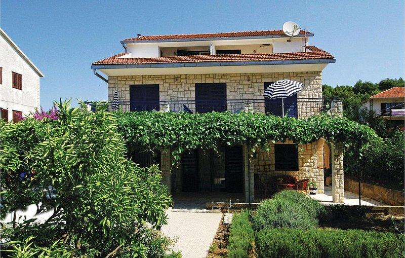 1 bedroom accommodation in Stari Grad, holiday rental in Rudina
