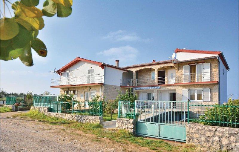 5 bedroom accommodation in Posedarje-Podgradina, vacation rental in Posedarje
