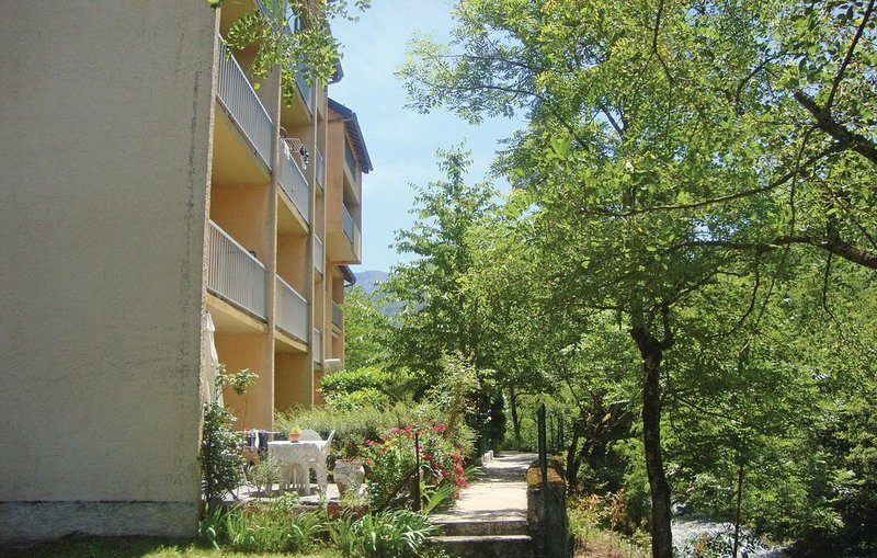 1 bedroom accommodation in Savignac les Ormeaux, holiday rental in Vebre