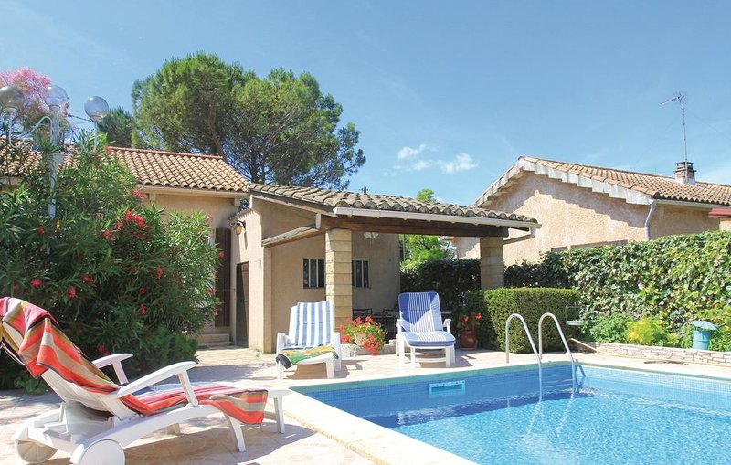 1 bedroom accommodation in Donzère, location de vacances à Les Granges-Gontardes