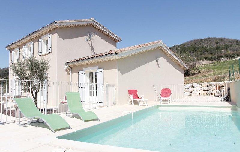 Hochwertiges Wohnen in modernem Rahmen, casa vacanza a Le Teil