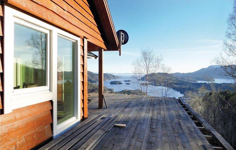 4 bedroom accommodation in Holmefjord, location de vacances à Hordaland