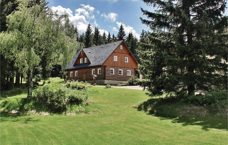 5 bedroom accommodation in Smrzovka, holiday rental in Mnisek