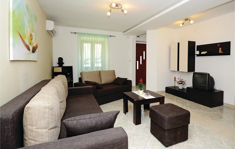 3 bedroom accommodation in Kavran, holiday rental in Pavicini