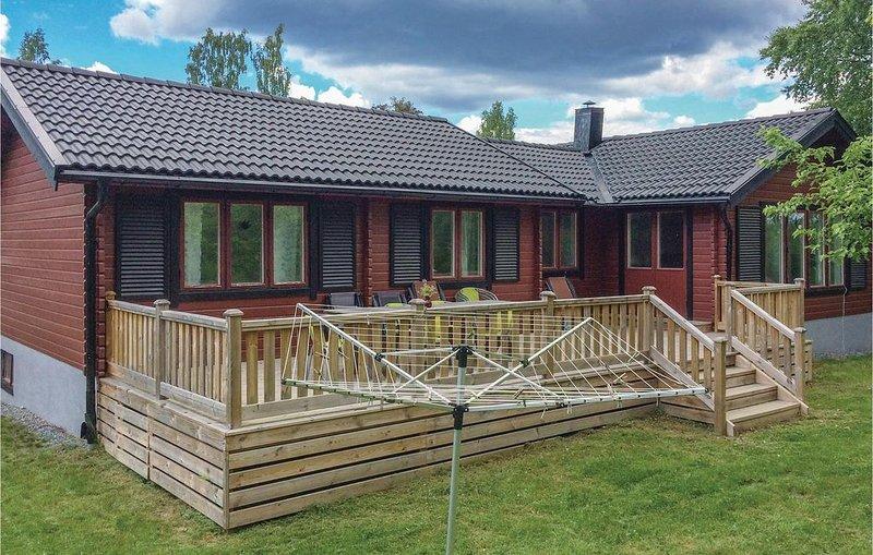 4 bedroom accommodation in Flen – semesterbostad i Södermanlands län