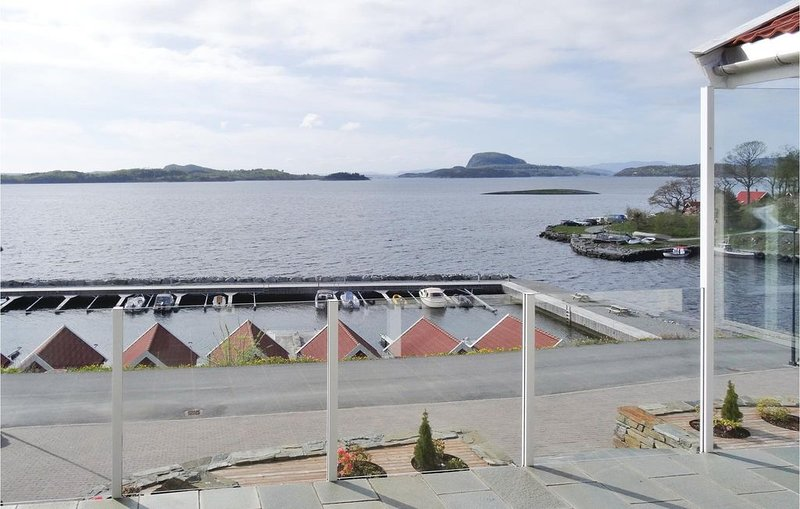 4 bedroom accommodation in Fister, location de vacances à Sogn og Fjordane