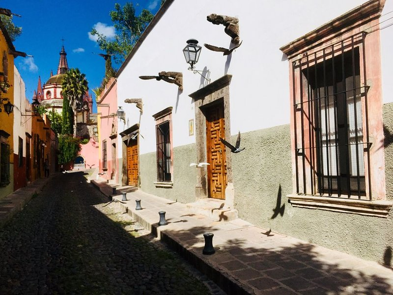 Best location! Fully-staffed downtown villa: indoor/outdoor living at its finest, vacation rental in San Miguel de Allende