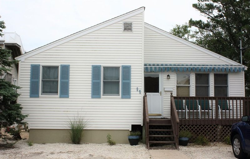Beautiful Home in Holgate 0.1 Miles From The Beach!, vacation rental in Beach Haven