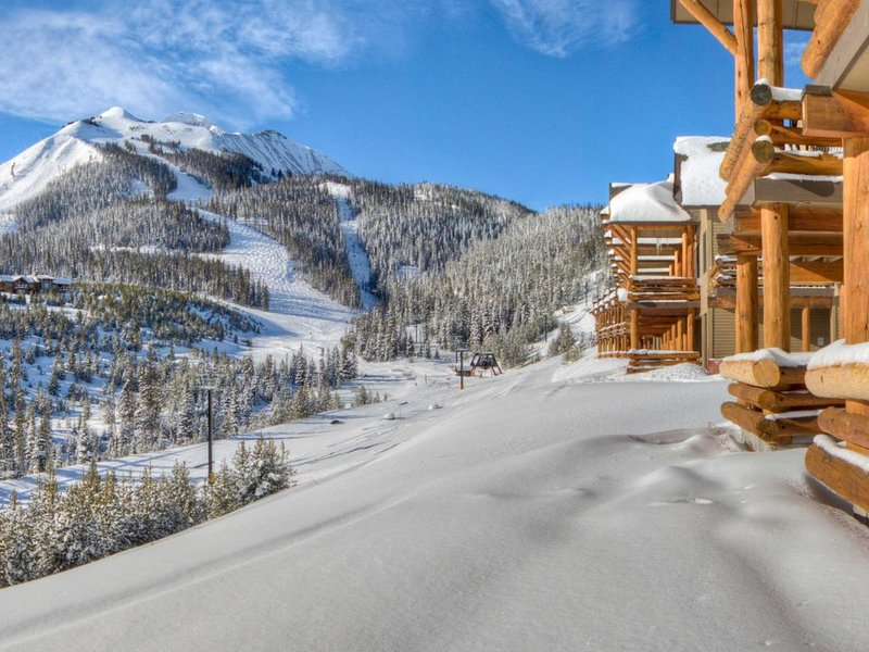Front Row - True Ski-in/Ski-out Saddle Ridge H2/Lone Peak Views/Hot Tub, vacation rental in Big Sky
