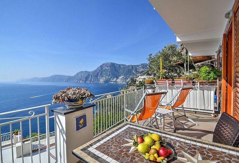 Villa Gisella B: Un luminoso appartamento rivolto al sole e al mare., vacation rental in Praiano