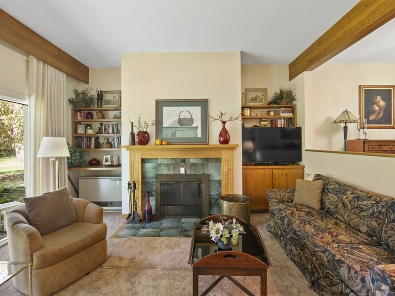 2 BR Resort Home at Topnotch Resort Perfect for Families! Steps Away from Tennis – semesterbostad i Bolton Valley
