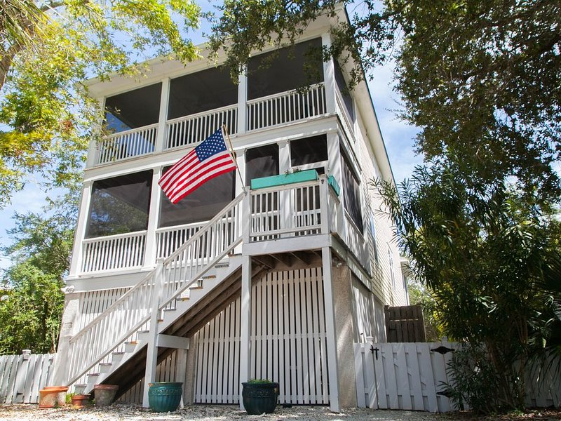 Amazing Brooks Cottage. At the South end of Tybee Island and next door to Southern Cross. You'll find modern and vintage combined between these two homes.