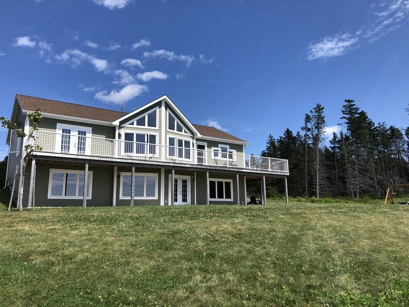 Beautiful New 5 Bedroom Waterfront Home With Over 3000 Sq. Ft Of Living Space!, holiday rental in Bayfield