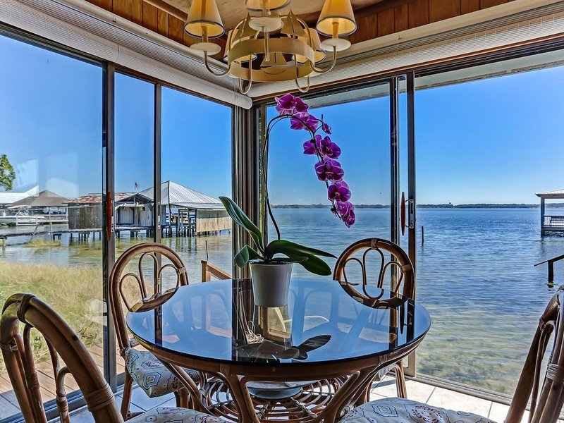 Spectacular Views On A Pristine Lake, vacation rental in Florahome