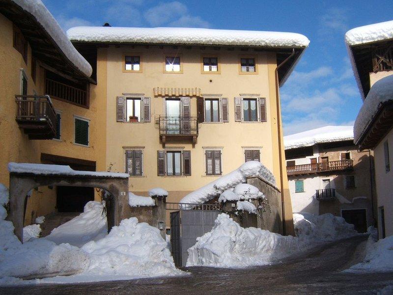 Confortevole appartamento per una vacanza all'insegna della natura, holiday rental in Tuenno