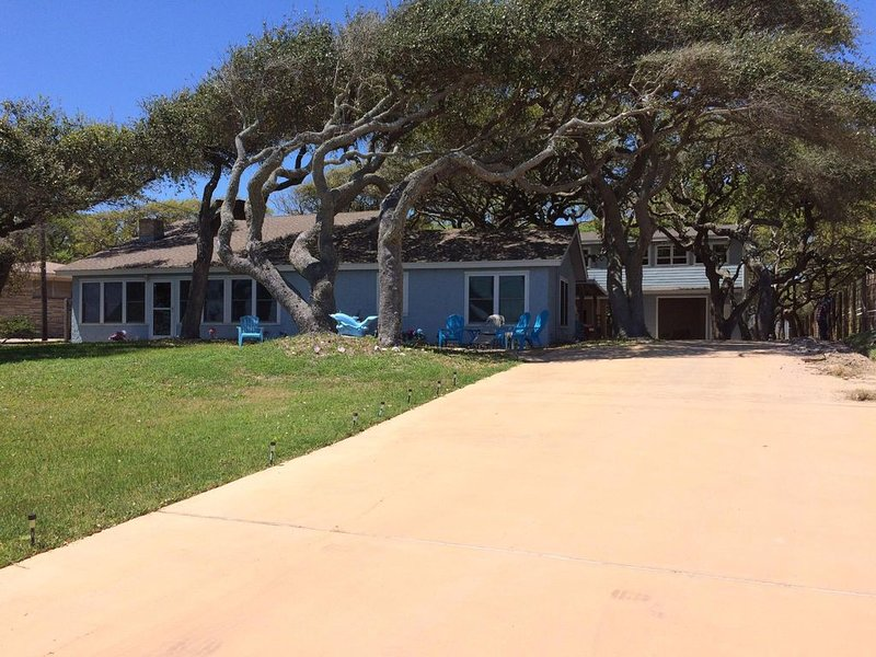 Aransas Bay waterfront,handicap accessible, (1) story,Fulton Beach Rd 3/2, holiday rental in Rockport
