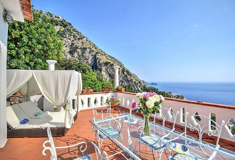 Appartamento Annarosa C: Uno splendido e luminoso appartamento che copre l'inter, vacation rental in Praiano