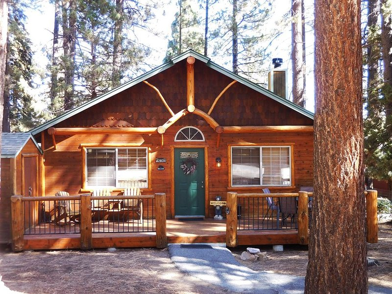 Cozy Cabin Close to Lake, Forest, Hiking, Biking, Golf, Dinning & Shopping, holiday rental in Big Bear Region