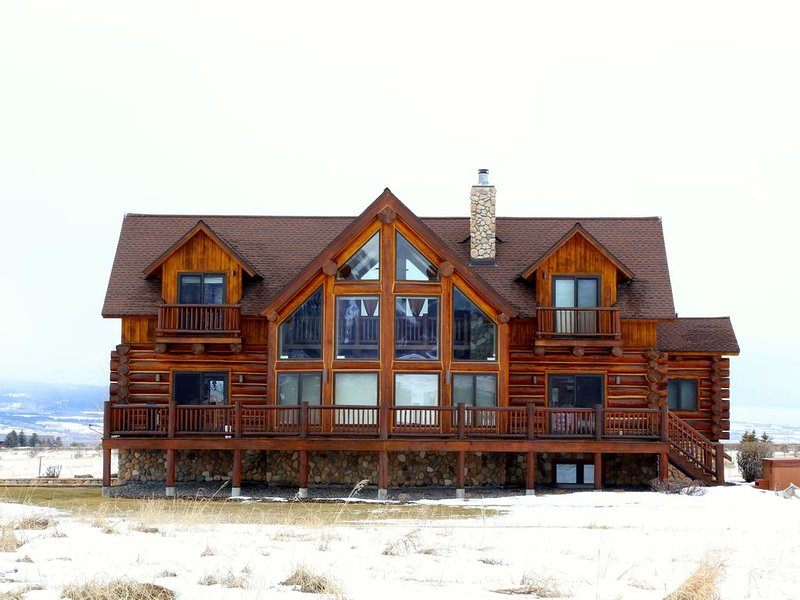 Teton Summit View Log Home in the Mountains, holiday rental in Driggs