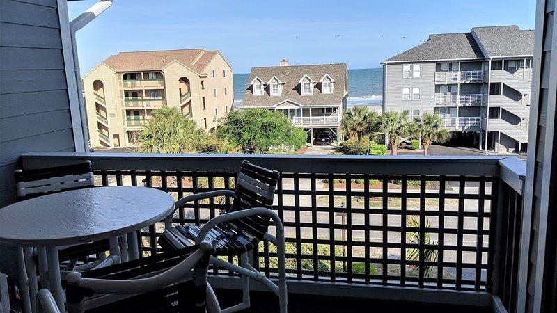 Ocean View.  Steps To The Beach!!, aluguéis de temporada em Surfside Beach