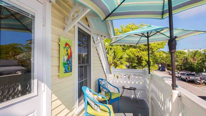 **SUZY'S PARROT PERCH * OLD TOWN** Cozy 2nd Floor Condo + LAST KEY SERVICES..., holiday rental in Stock Island