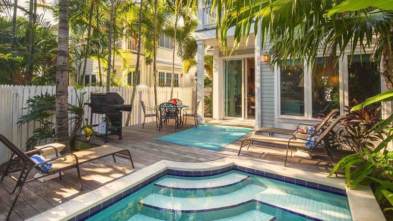**THE SMILING IBIS * OLD TOWN** Home & Pool Near Duval + LAST KEY SERVICES..., holiday rental in Stock Island