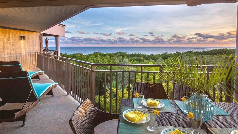 **ATLANTIC REFLECTIONS * THE BEACH** Ocean Penthouse / Pool + LAST KEY SERVICES., holiday rental in Stock Island